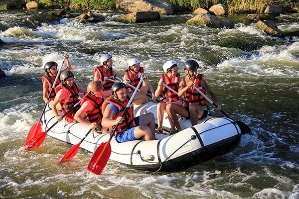 8 addicts white water rafting in Chiang Mai